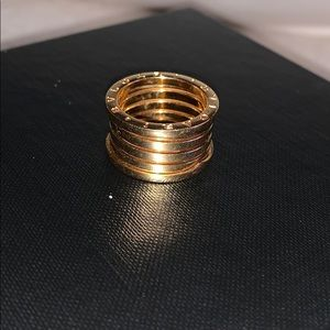 Beautiful gold 18k Bulgari 👌😍size 8